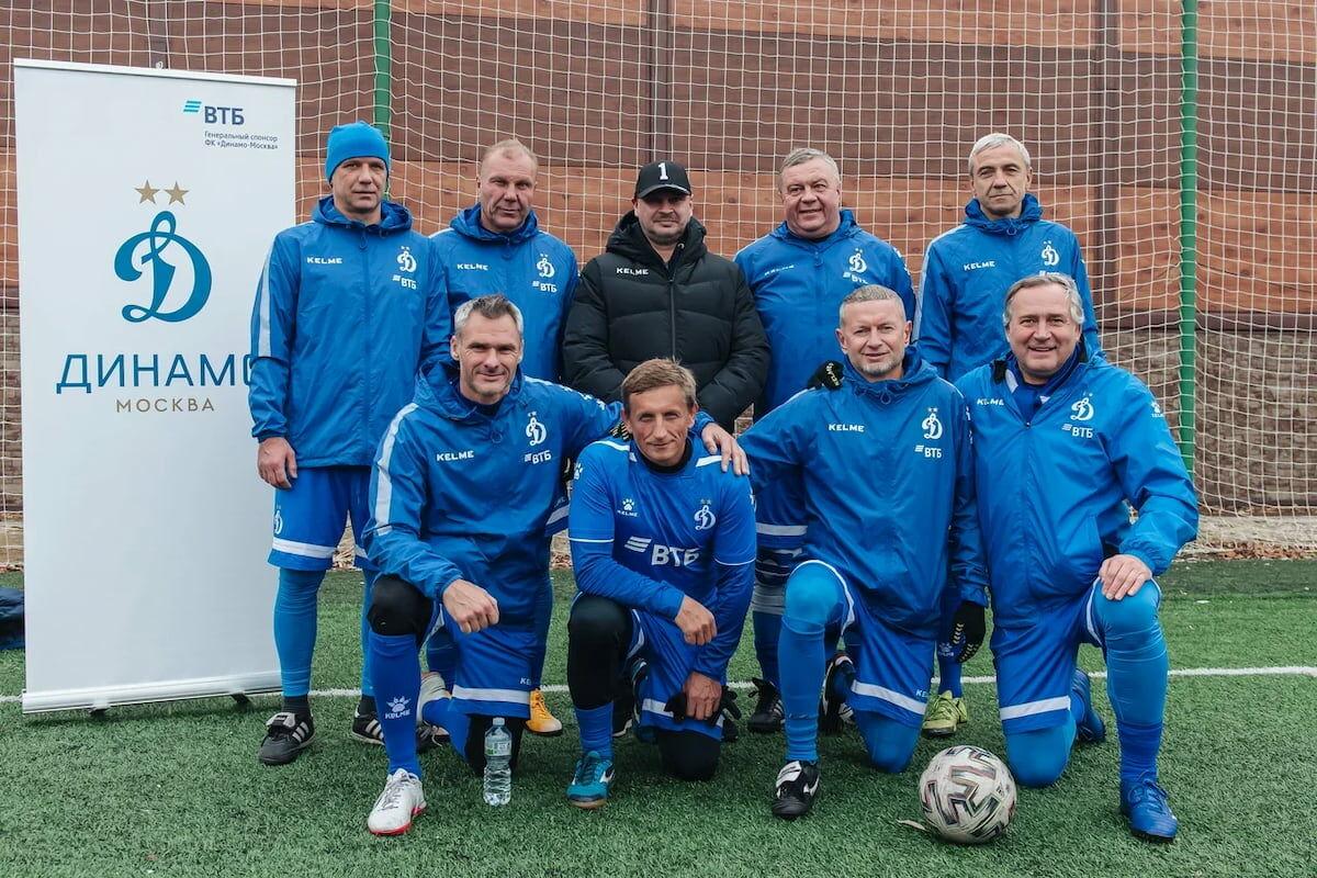 «Негаснущие звёзды»: ветераны «Динамо» выигрывают 8-й тур и продолжают лидировать в турнире